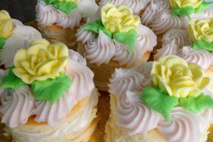 bridal shower cake cupcakes